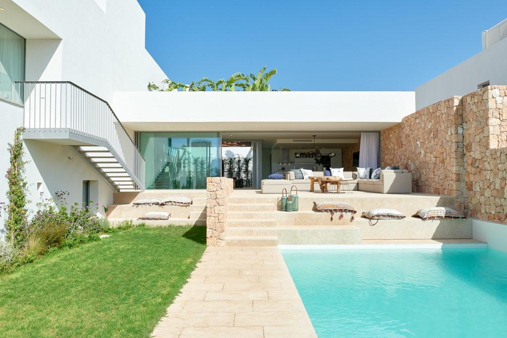 Luxe villa's in Cala Comte dichtbij strand met zeezicht
