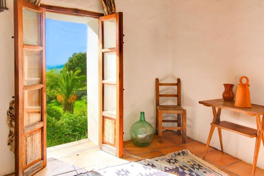 Privéperceel van 80.000 m2 met charmant oud Ibicenca-landgoed en een prachtig uitzicht.