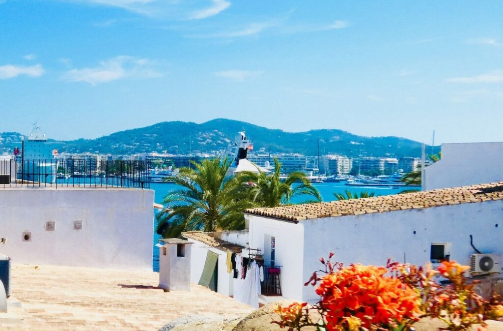 Prachtig gerenoveerde duplex te koop in de charmante oude haven van Ibiza