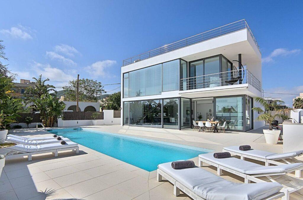 Moderne en minimalistische villa met definitieve toeristenvergunning