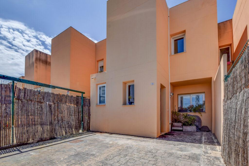Duplex met 2 slaapkamers in geweldige staat op slechts enkele minuten van een prachtig zonsondergangstrand.