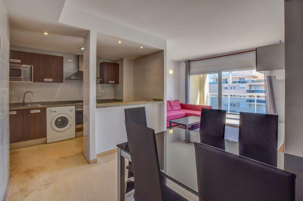 Zeer ruim en licht appartement in Playa Den Bossa