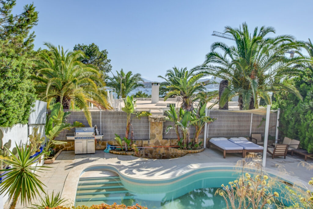 In de schitterende omgeving van Talamanca bieden wij deze exclusieve villa aan