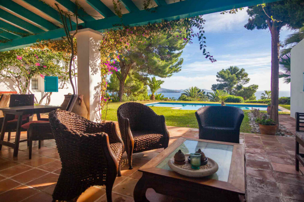 Villa met prachtig uitzicht op zee en Formentera in Es Cubells