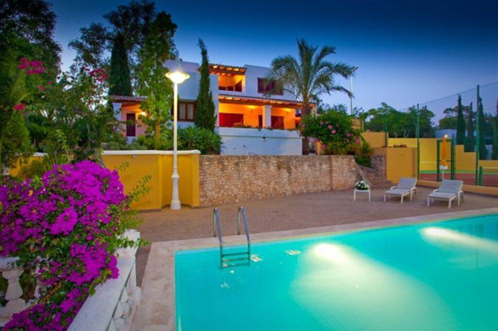 Villa Montgrí; Gelegen in het hart van Ibiza
